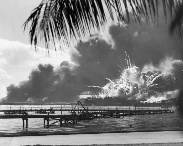 USS_SHAW_exploding_Pearl_Harbor_Nara_80-G-16871_2.jpg